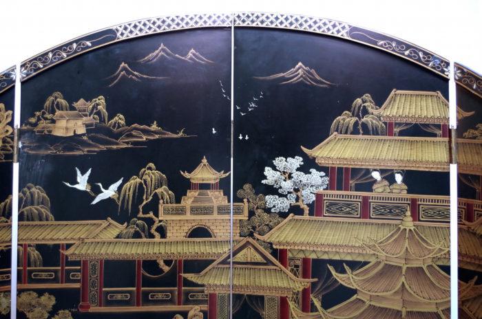 round screen black lacquer