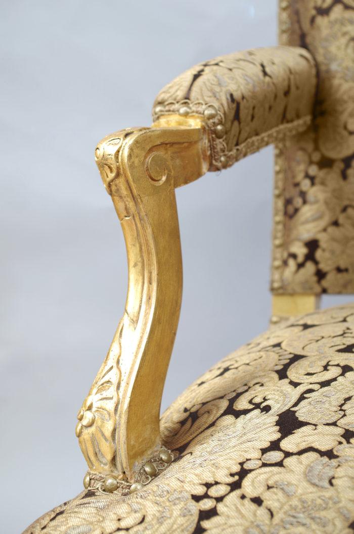 Paire fauteuils régence doré accotoir
