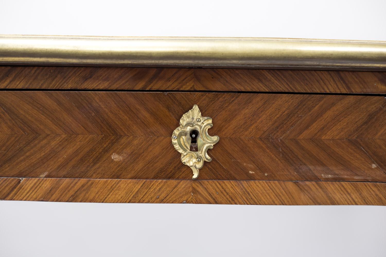 Grand bureau plat de style louis xv en bois de rose fin du xixème
