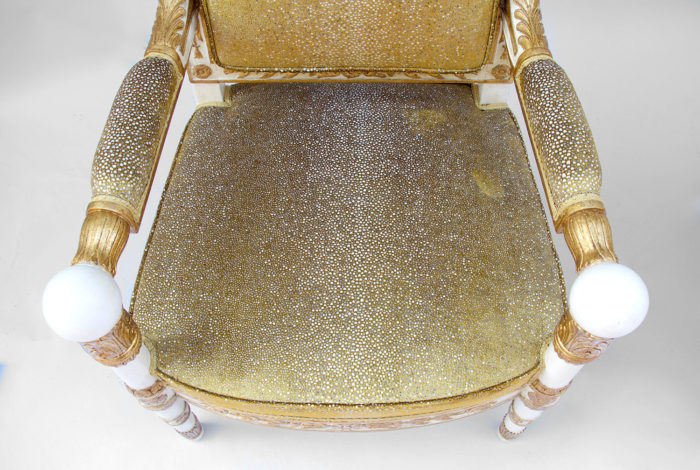 fauteuil empire tissus galuchat assise