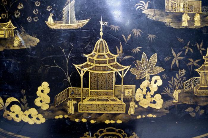 table abattant laque noire detail pagode