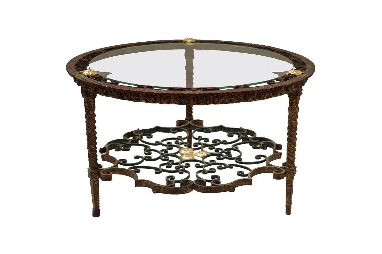 Table basse circulaire en fer forgé, travail italien, circa 5