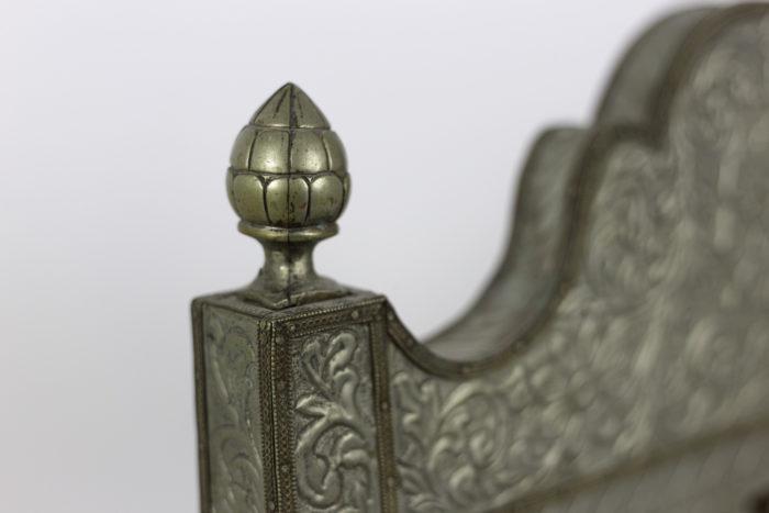 chauffeuses style mauresques métal repoussé pomme de pin