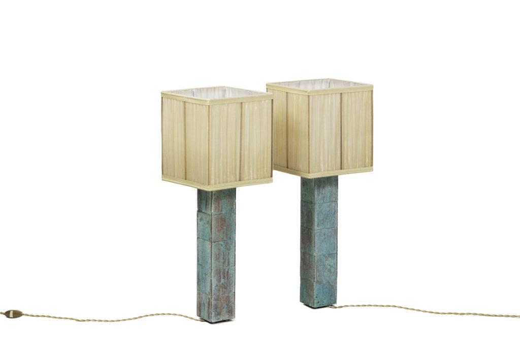 Paire de lampes cube en laiton patiné turquoise, travail contemporain