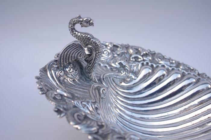 coquille centre table cygne dragon métal