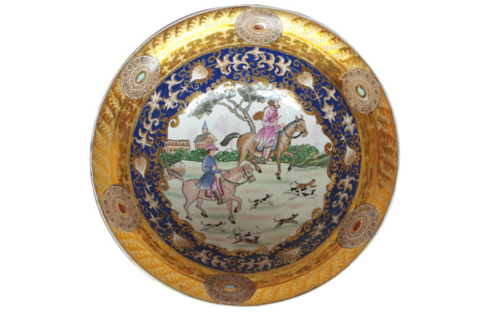 Chinese hunting scenes porcelain bowl