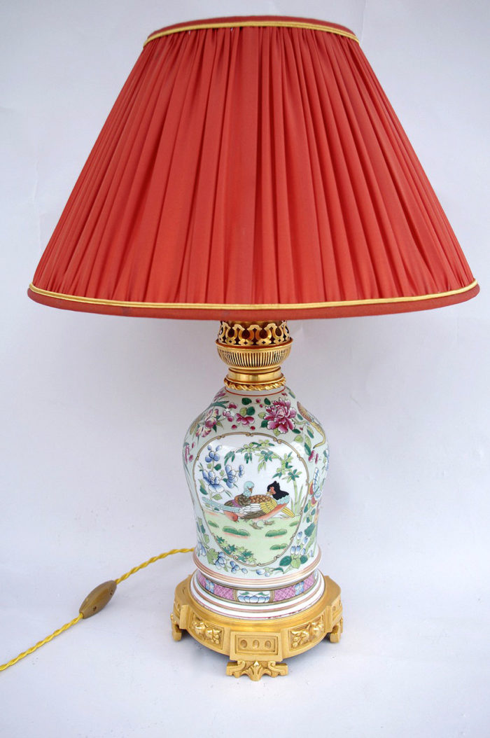 pink family porcelain lamp