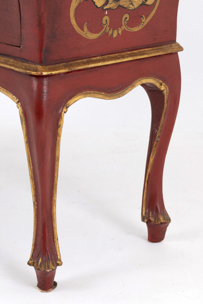 commode rouge pieds trifide