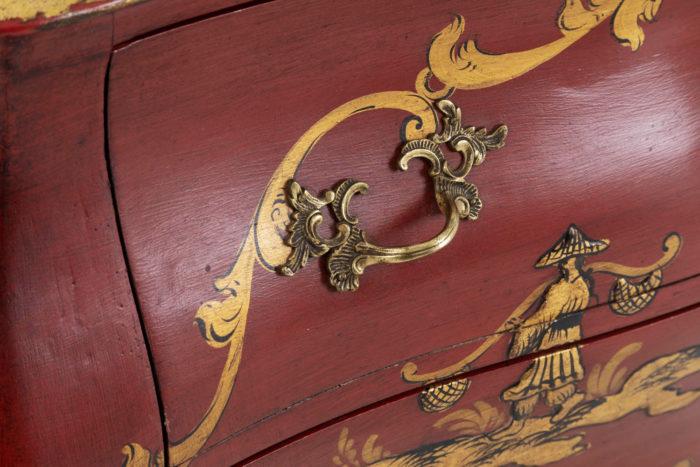 commode rouge poignées bronze doré coquillage