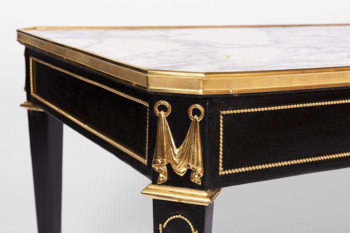 table basse laquée noir angle bronze doré