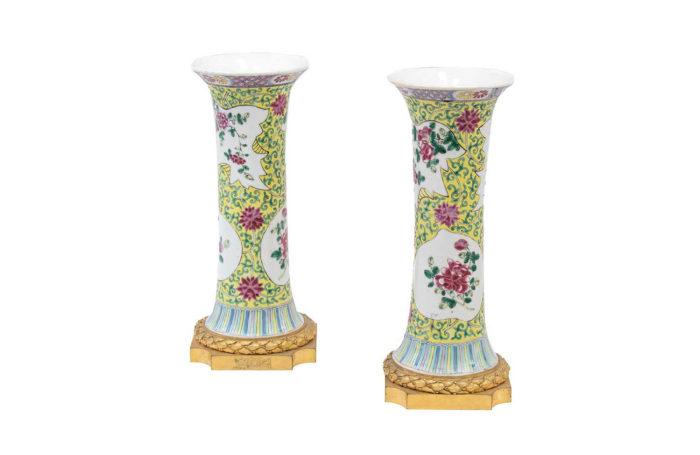 vase cornet procelaine famille rose fond jaune2