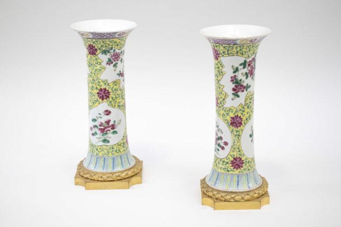 vases cornet porcelaine famille rose fond jaune