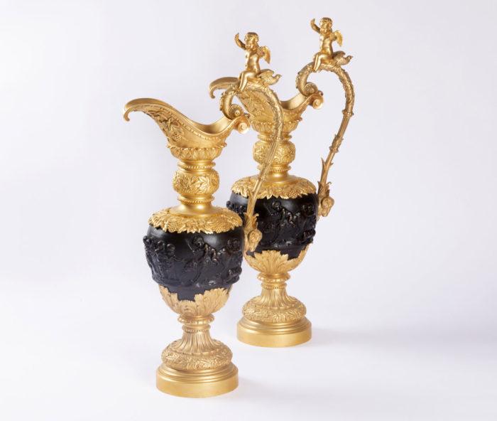 aiguières bronze doré deux patine scenes clodion