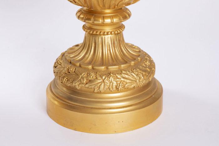 aiguiere bronze doré piédouche vigne