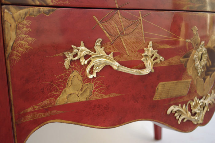 commode sauteuse louisxv laque rouge chinoisant poignee