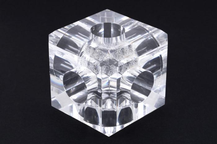 lampe cube plexigas inox detail focus
