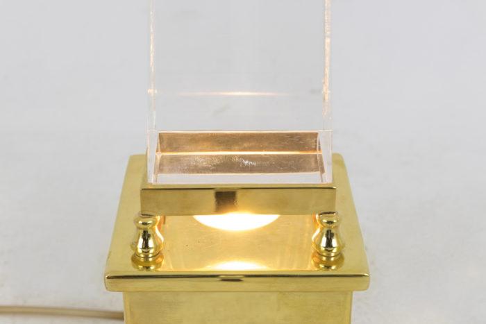 lampe obélisque lucite base allumée