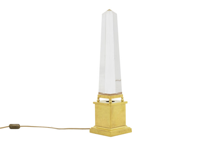 lampe obélisque lucite style maison jansen allumée