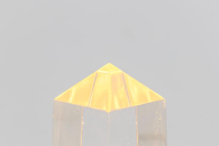 lampe obélisque lucite style maison jansen haut allumé