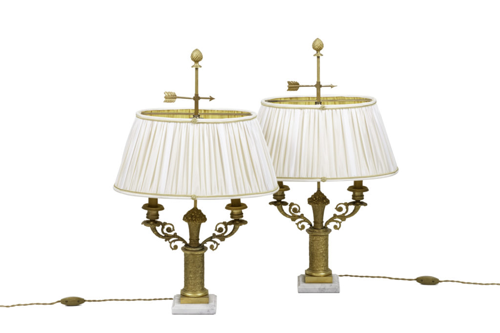 Paire de lampes style Restauration en bronze doré, années 1950