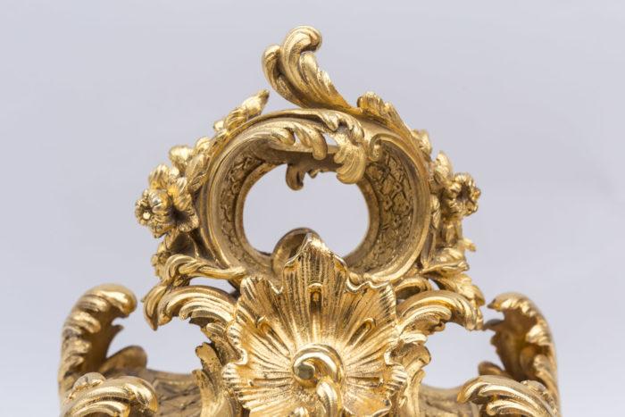 échancrure rocaille ajourée pendule bronze doré