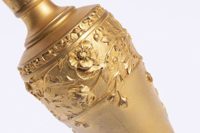 lampe louchet bronze doré détail fleurs