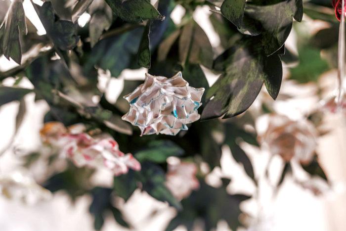 lustre fleurs porcelaine détail