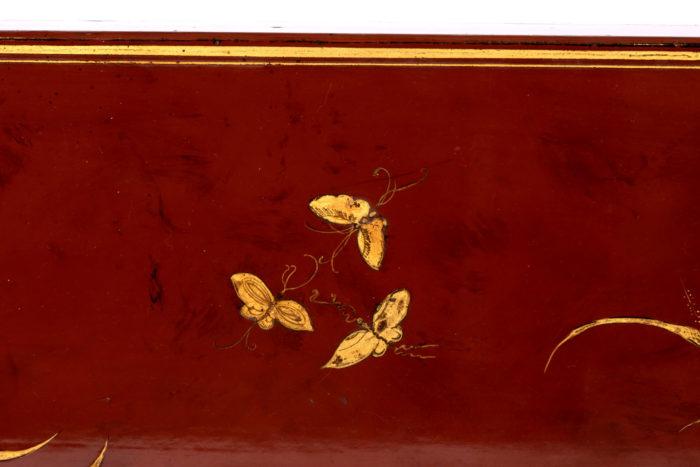 table basse laquée rouge détail papillons 2