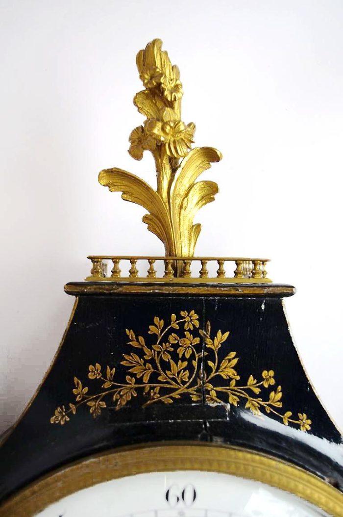 cartel neufchatel laqué noir et décor or acanthe