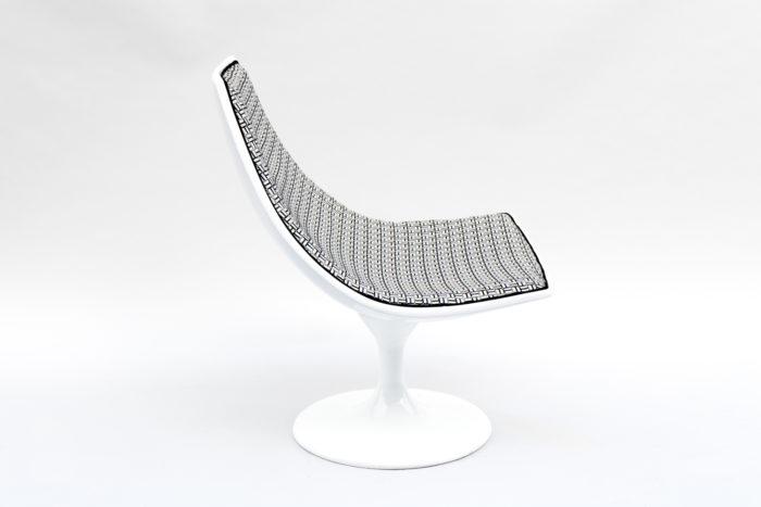 fauteuil blanc pivotant 70s côté