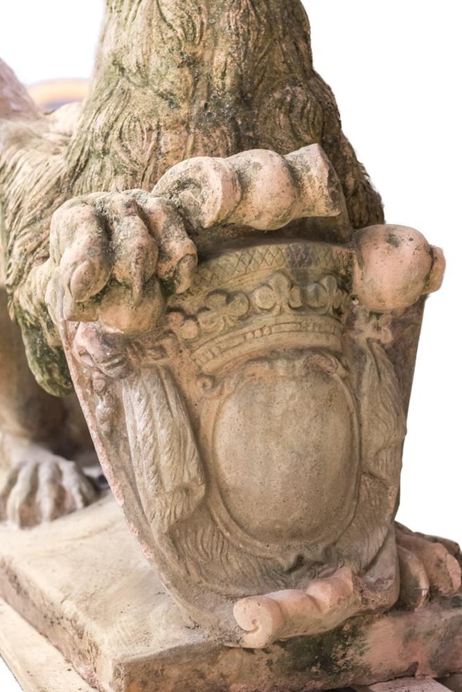 griffon pierre blason cartouche couronne