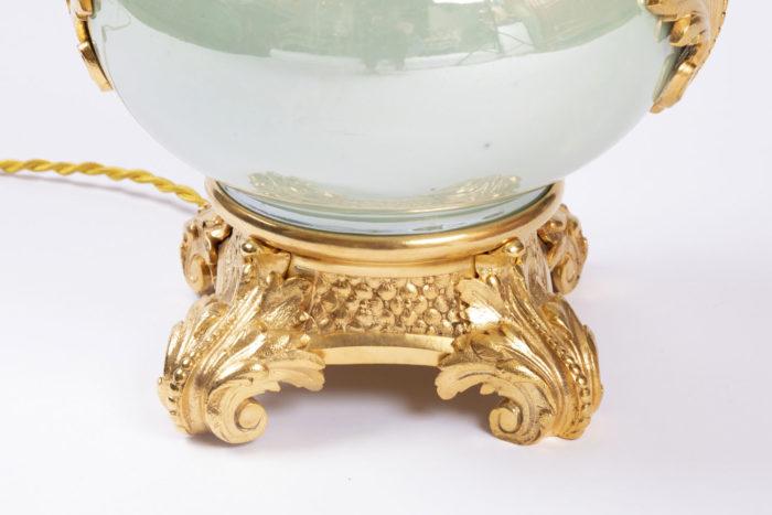 lampe verte irisee protomees base dorée