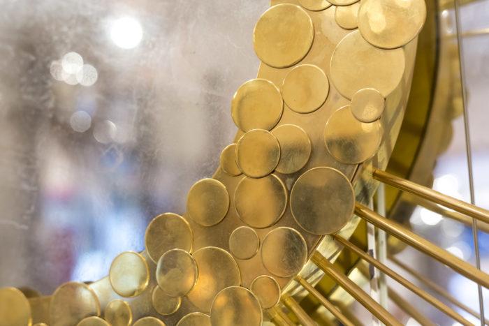miroir détail laiton doré fond or blanc plus large