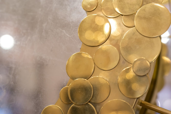 miroir détail pastille laiton doré fond or blanc