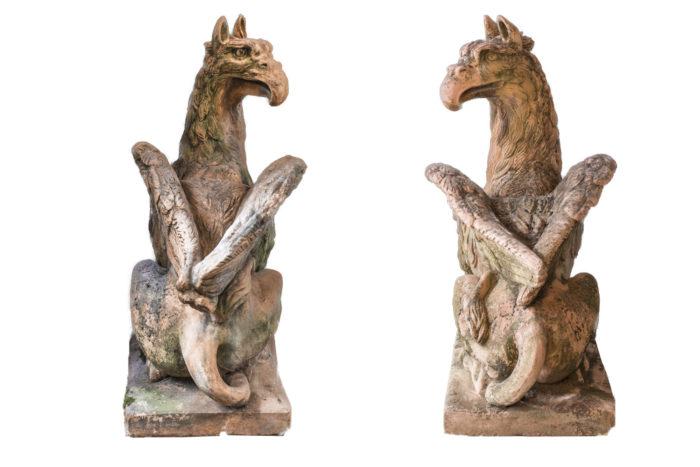paire griffons pierre dos ailes aigle
