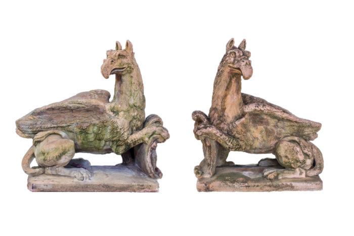 paire sculpture griffons pierre façon terre cuite prcpl