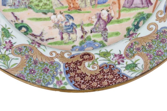 plat porcelaine famille rose bas bord fleurs enfants