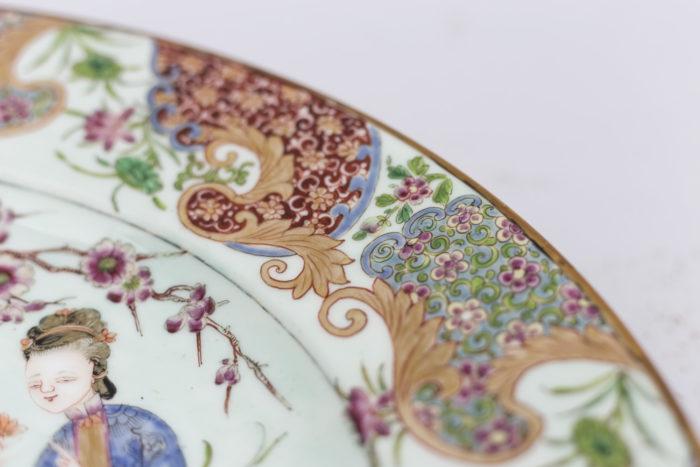 plat porcelaine famille rose bordure fleurs feuillages
