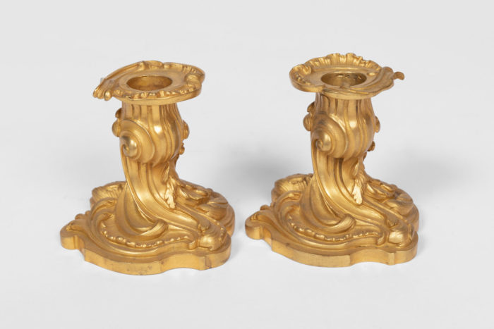 bougeoirs style rocaille bronze doré côté
