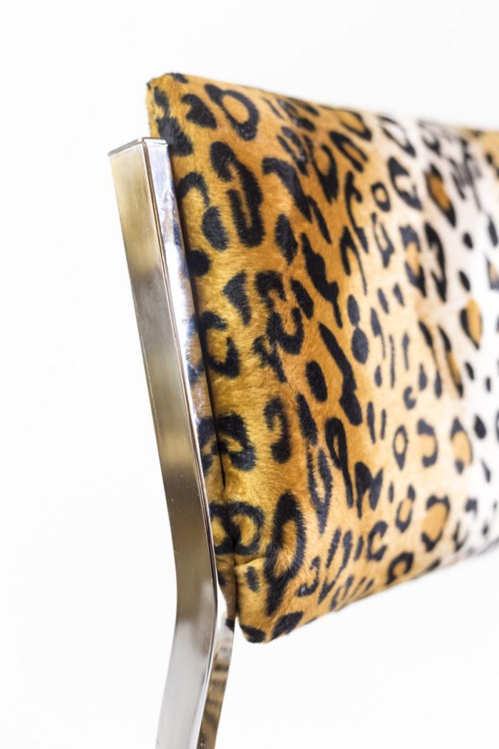 chaise métal tissu guépard dossier structure zoom