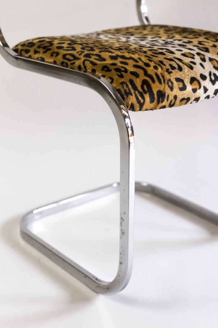 chaise métal tissu guépard piètement