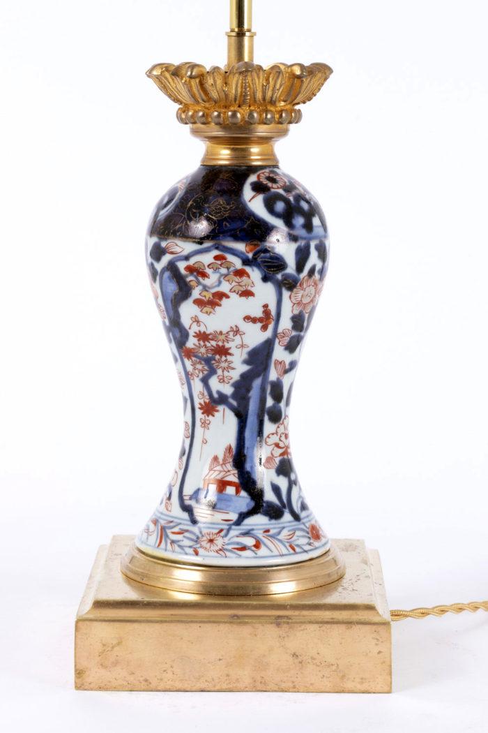 lampe imari décor fleurs bleu rouge
