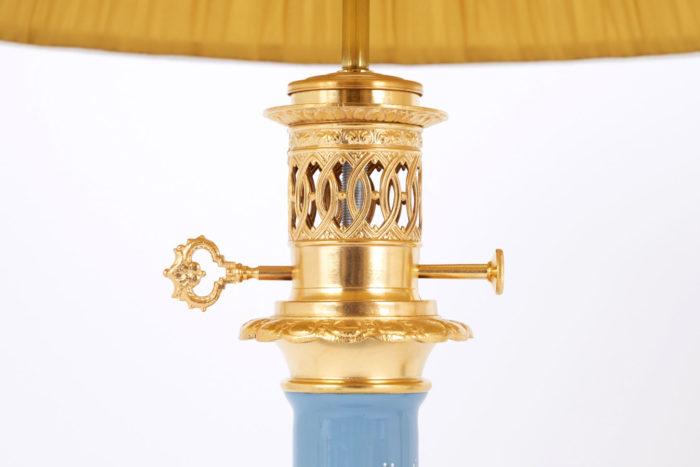 lampe porcelaine bleue monture bronze doré