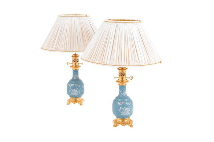 lampes porcelaine bleue émaux blancs prcpl