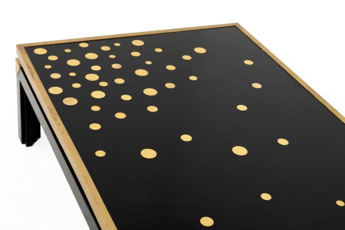 table basse noire et or dessus plateau gauche