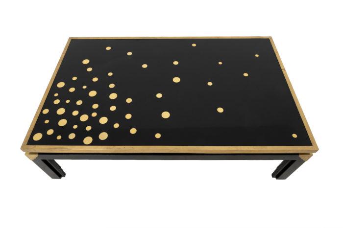 table basse noire et or plateau dessus