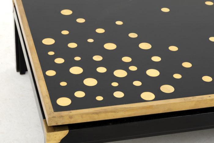 table basse noire et or plateau pastilles