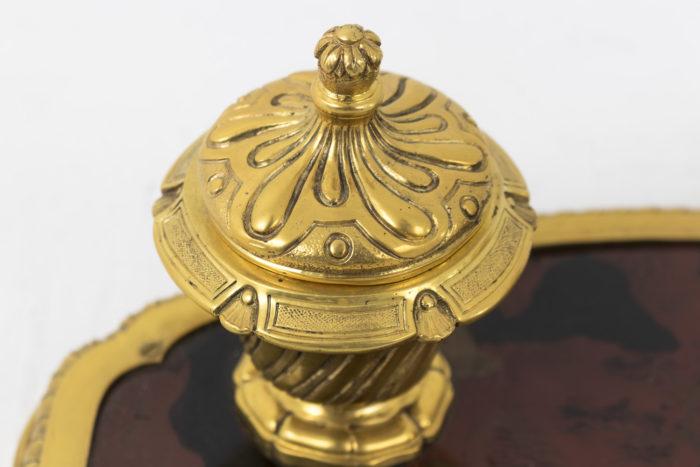 encrier bronze doré laque couvercle détail