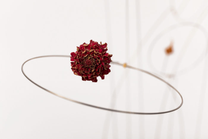 christel sadde fleurs rouge detail