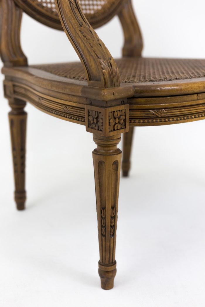 fauteuil style louis xvi pied fuselé cannelé rudenté